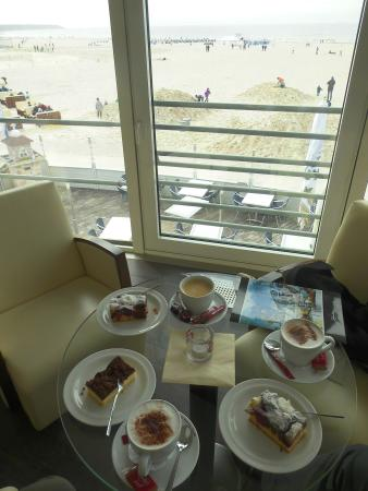 Schusters Strandbar : Great cakes and great view of the sea & beach