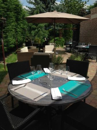 La Grignotière : Table en terrasse