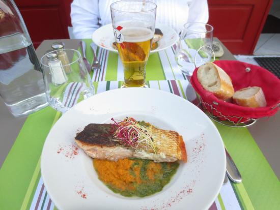 Restaurant Le Vauquelin : salmon over mashed carrots
