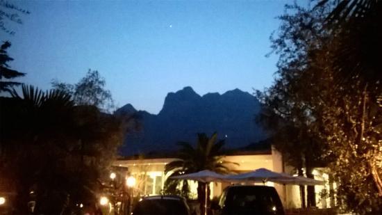 Hotel Villa Franca: paesaggio all'imbrunire dal giardino dell'hotel!