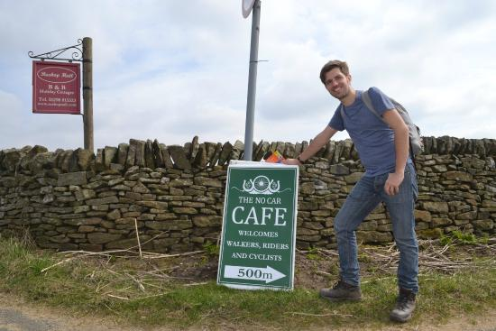 The No Car Cafe: Finding the sign along the main road.