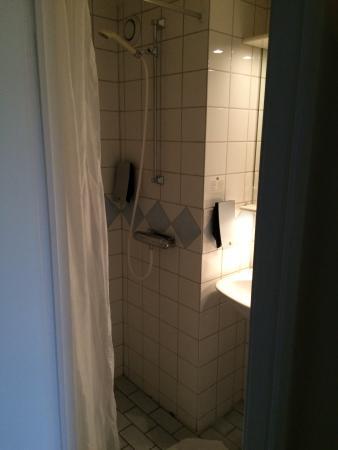 Sure Hotel By Best Western Savoy Karlstad: Shower