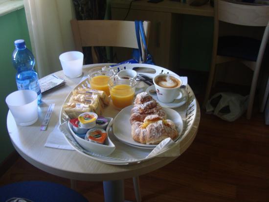 21 Aprile House: colazione servita in camera :)