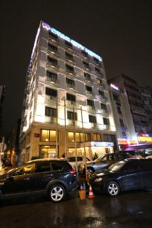 Star City Hotel: Outside night view