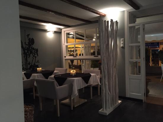 Don Chisciotte: Excellent, relaxing interior in this hidden gem of an Italian restaurant in Nerja!