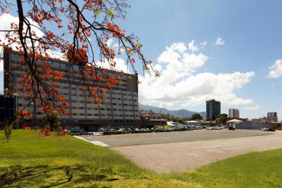 Crowne Plaza Hotel Corobici: Zona de Parqueo