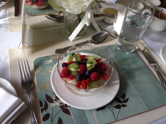Moyness House: Wonderful fruit salad, almost too good to eat!