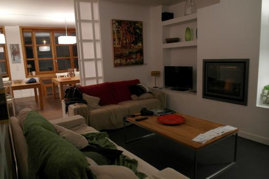 Comedor de la cocina abierto a la sala de estar y con for Sala de estar y cocina
