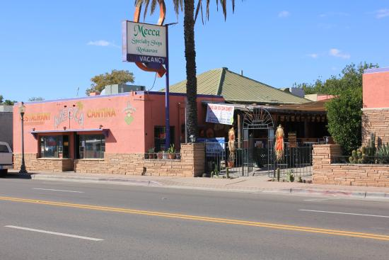 Mecca Restaurant & Cantina: Great outdoor seating at the Mecca