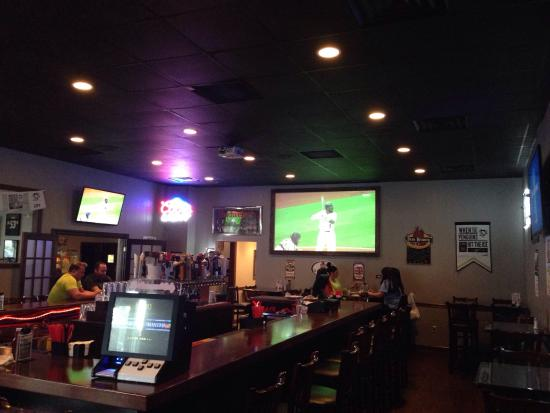 Arena Sports Grill: Bar area of restaurant.