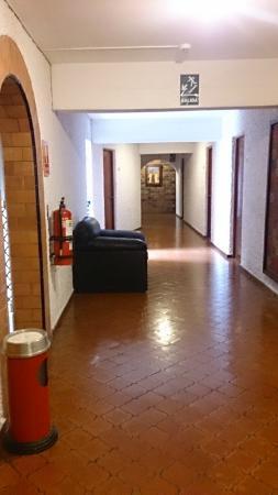 Hotel Ariosto : corredor (com cinzeiro)