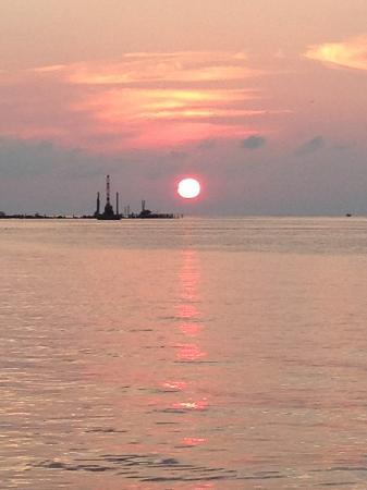 Blackfin Resort and Marina: Sunset at the resort
