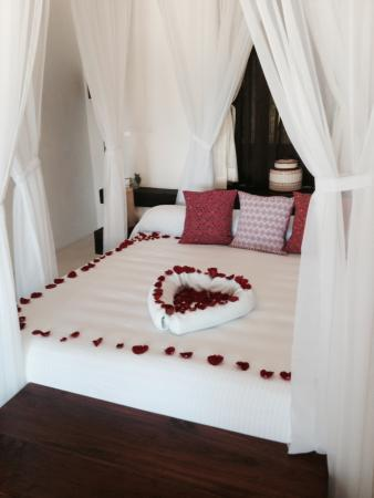 New Romantic Bed Decoration