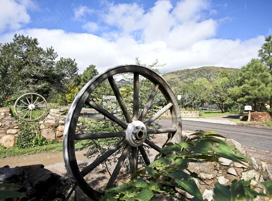 The Black Range Lodge: Wagon wheels mark the entrance to the parking area.