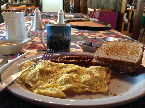 The Woodshed Lodge: Delicious daily breakfast!