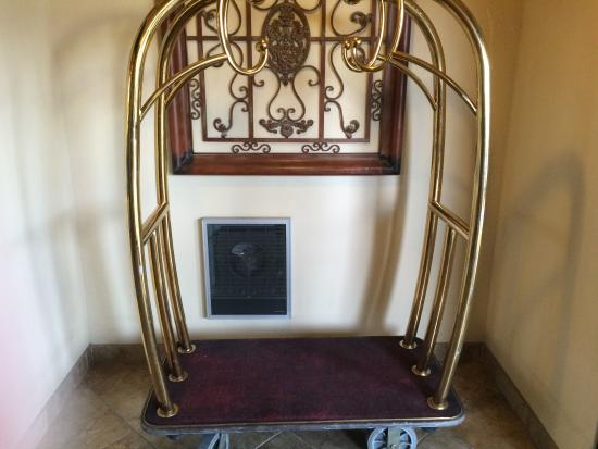 La Quinta Inn & Suites Trinidad: Best Valet Cart Ever!