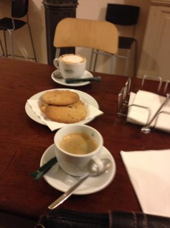 Las Columnas: Coffee and Cookies