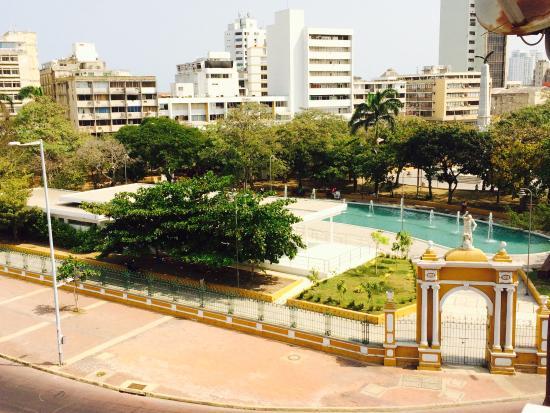 Hotel Monterrey: Vista desde la terraza al centro de convenciones