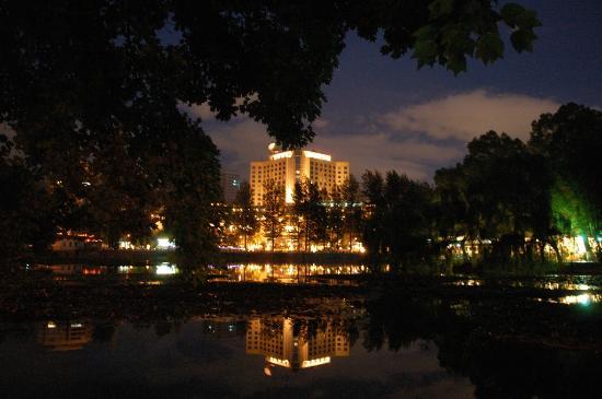 Green Lake Hotel : 飯店緊鄰昆明知名的翠湖