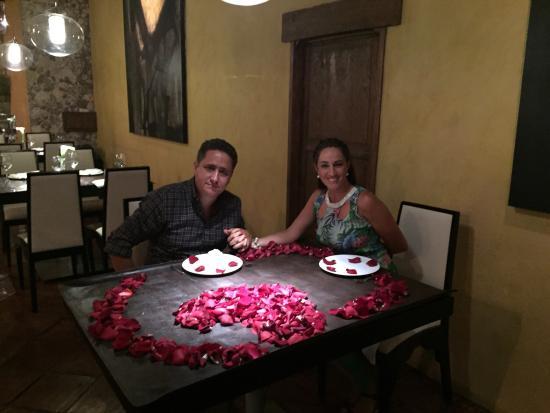 Linda mesa sorpresa para celebrar xv aniversario de - Sorpresas para recien casados ...