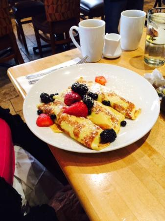 Wildberry Pancakes and Cafe : Fruit Crepes
