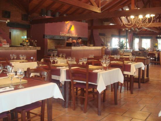 La Candelaria Carnes y Vinos: 6- El salon