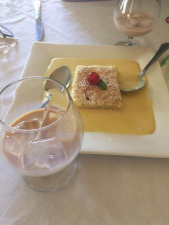 Clementines Restaurant and Bar: It is amazing homemade pudding!!!!
