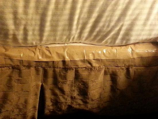 Best Western Plus Landmark Inn & Pancake House: Duct taped bed skirt