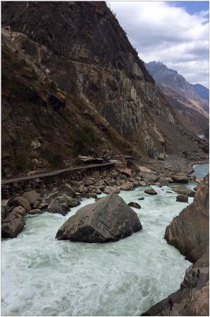 Tiger Leaping Gorge (Hutiao Xia): Tiger leaping rock