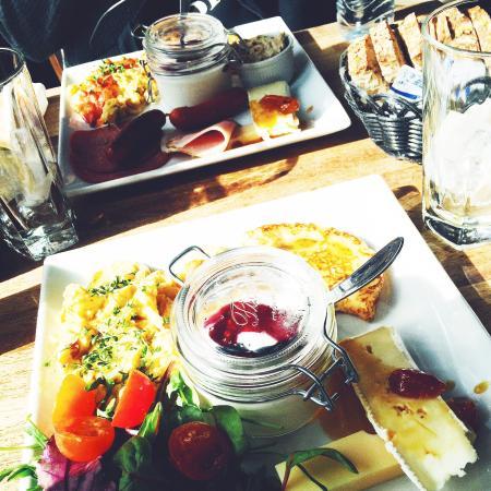 Cafe Katz: Brunch in Katz! Yam yam :-P