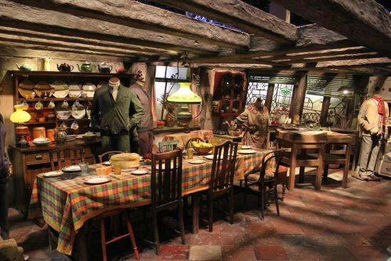 La casa dei weasley picture of warner bros studio tour london the making of harry potter - Harry potter casa ...