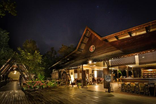Sukau Rainforest Lodge: Our lobbies at night
