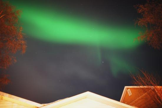 Embleton House Bed and Breakfast: Aurora above Embleton's roof