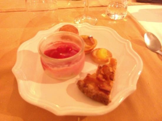Lagrange Prestige Residence le Clos Saint Hilaire: Postres del buffet