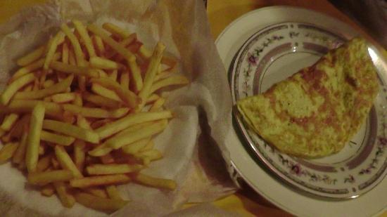 Travel House Sigiriya: Crepe e patatine