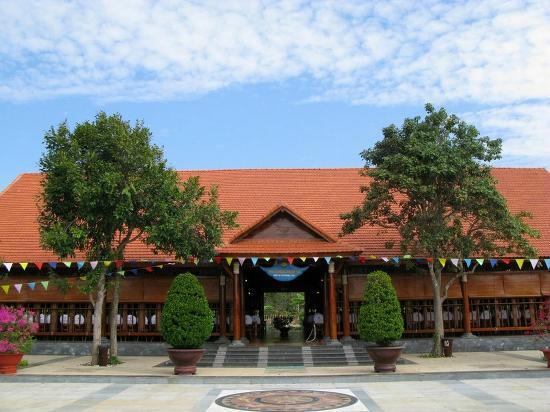 Saigon Hococ Seaside Beach Resort & Hotels: cảnh quan nhà hàng