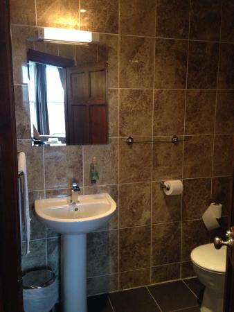 Edinburgh House Hotel: Room number 3 bathroom