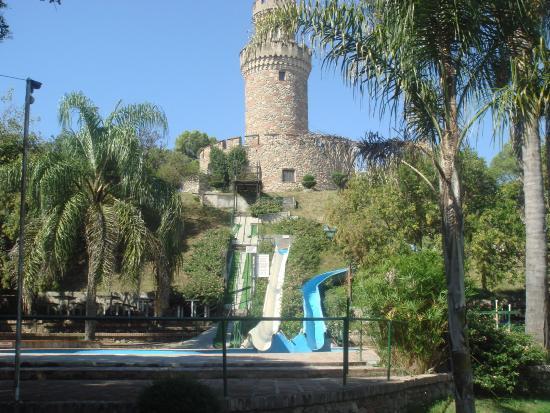 Santa Rosa de Calamuchita, Аргентина: 2- Torreon con toboganes