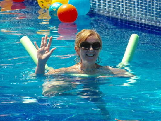 Los Arroyos Verdes - Day Pass : Marilyn Says Hello From The Oasis Pool