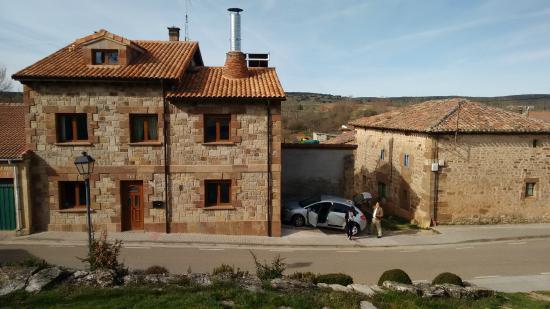 Revilla del Campo, España: La casa desde la Iglesia