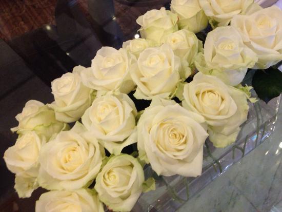 Bilderberg Garden Hotel: Lobby flowers