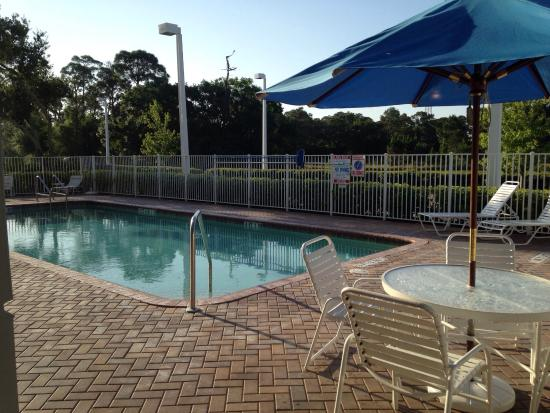 Holiday Inn Express Hotel & Suites Palm Bay: View from the breakfast area/lounge. This is the pool and spa area.
