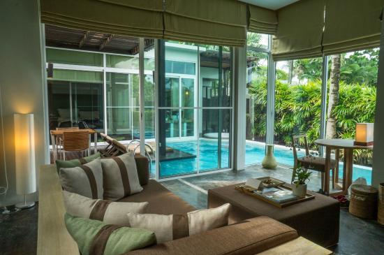 Aleenta Phuket Resort & Spa: living area