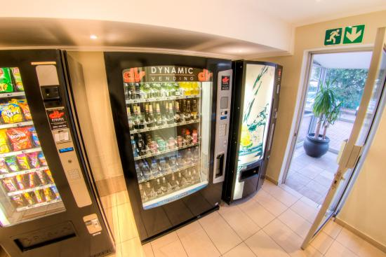 Road Lodge Durban: and 24 hour vending machines stocked with snacks and beverages