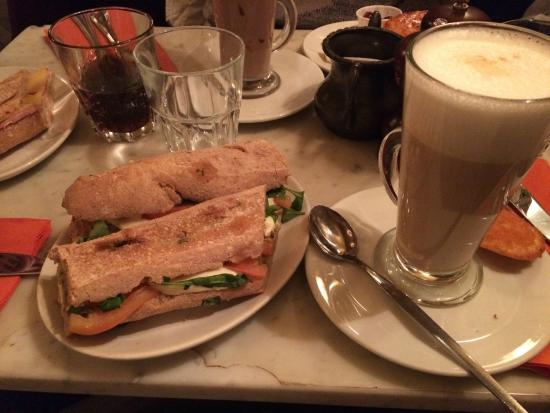 Le Petit Cafe Reviews