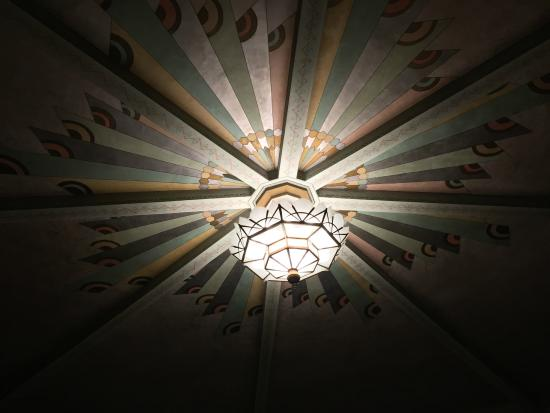 Criterion Theater : An original chandelier from 1932, built in France