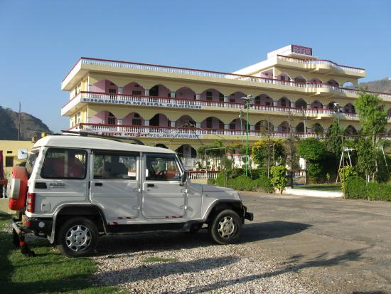 Hotel Chandra Mahal Palace: It's a big hotel, you can't miss it !
