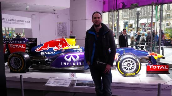 red bull f1 car in showroom picture of l 39 atelier renault cafe paris tripadvisor. Black Bedroom Furniture Sets. Home Design Ideas