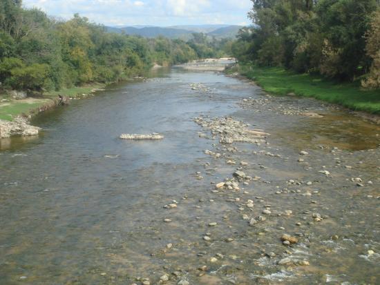 Villa Anizacate, Argentina: 3- Vista del Rio y las sierras desde el puente