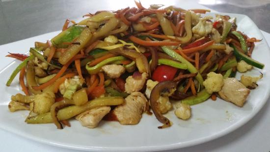 Pizzeria & Ristorante La Rocca: wok,s de verduras salteadas con pollo y tallarines